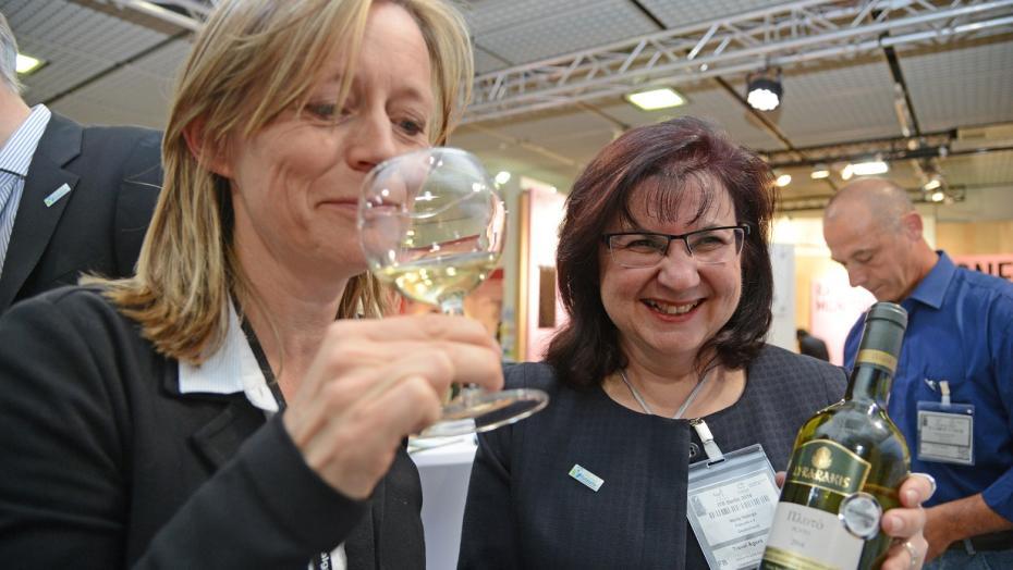Maria Valargas mit nachhaltigem kretischen Wein ITB