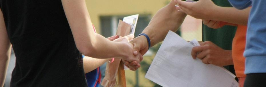 handshakes-930178_1280